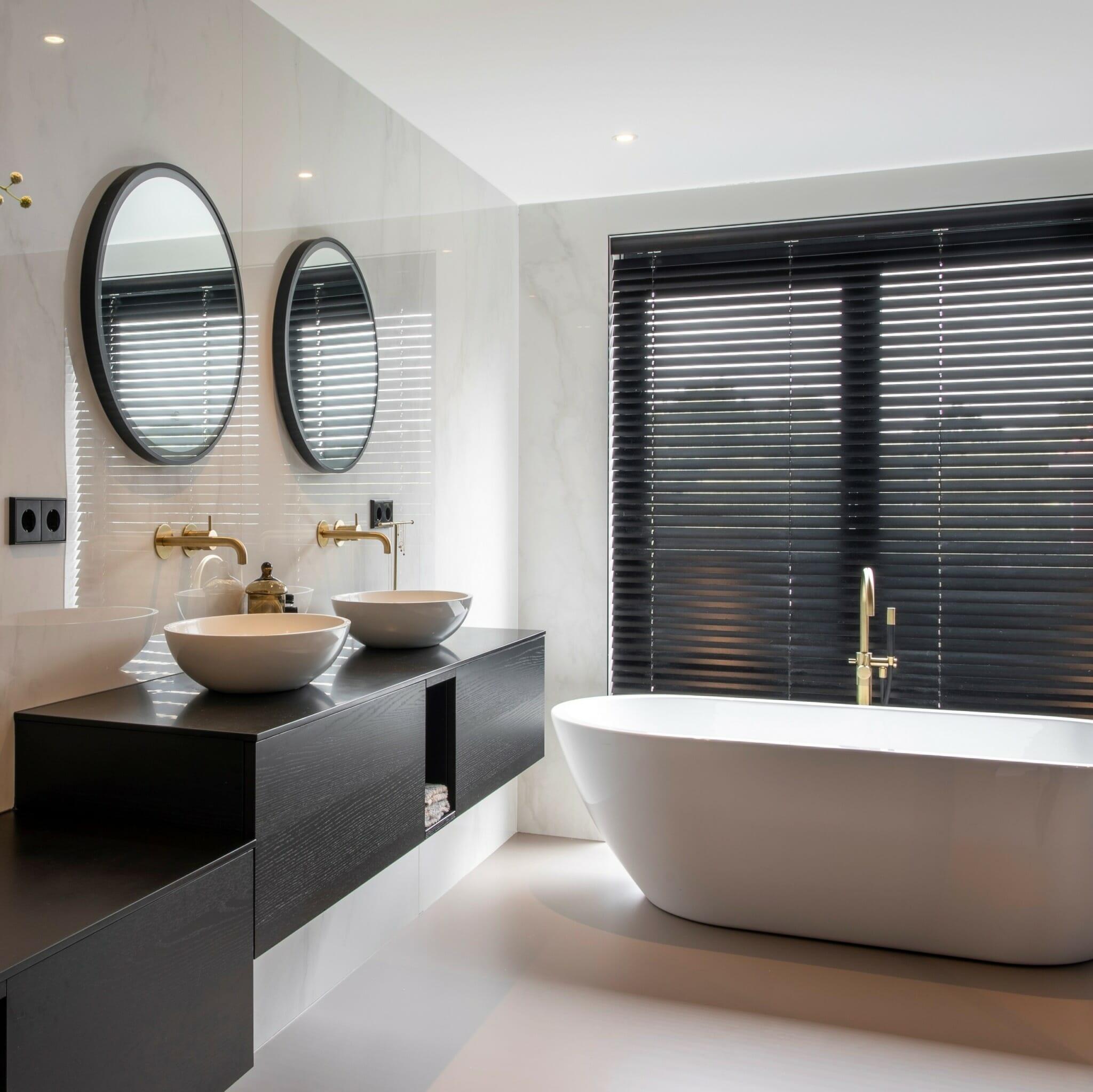 houten jaloezie badkamer